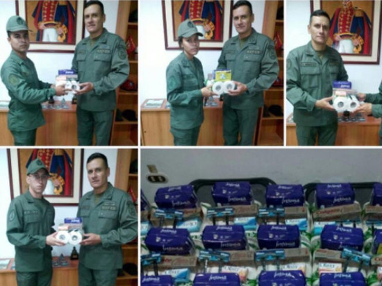 Военных в Венесуэле наградили туалетной бумагой за верность президенту