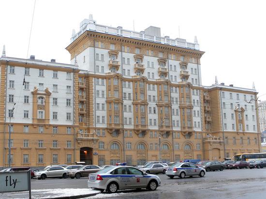 Из-за сокращения штата посольства США работу могут потерять 900 жителей РФ