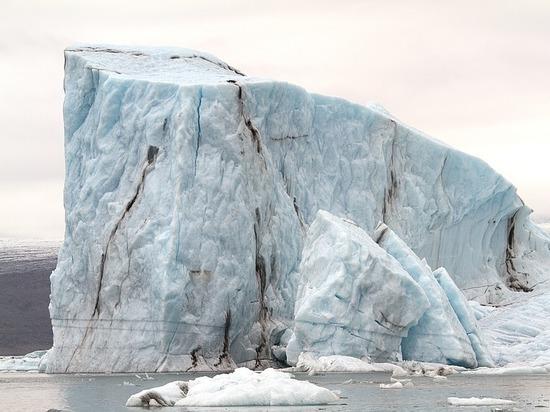 Отделению огромного айсберга от Антарктиды посвятили видеозапись