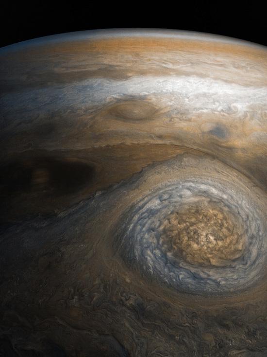 Опубликован снимок юпитерианского шторма, похожего на глаз