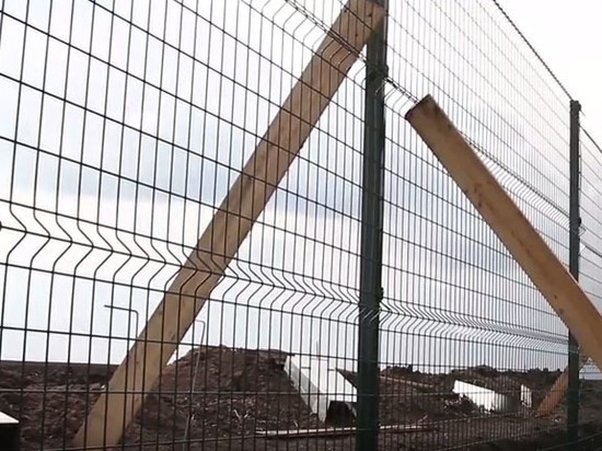 """Украина рассчитывает потратить полмиллиарда гривен на """"Стену"""" вдоль границы России"""