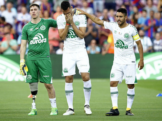Футболисты попавшей в авиакатастрофу бразильской команды