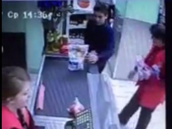 ВПодмосковье уволена продавщица магазина, избившая ребенка заезду наскейтборде