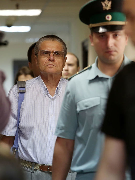 Дело Улюкаева рассмотрят в открытом режиме, суд продлил домашний арест