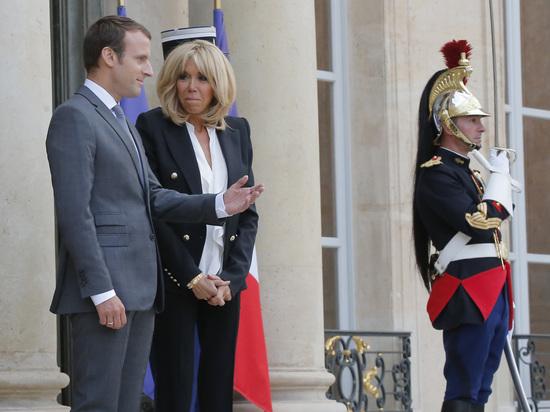 Моральный кодекс: французы не хотят видеть жену Макрона первой леди