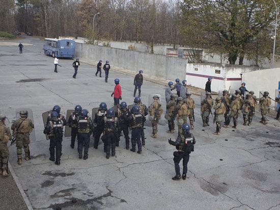 Франция привыкает к терактам: подробности наезда на патруль под Парижем