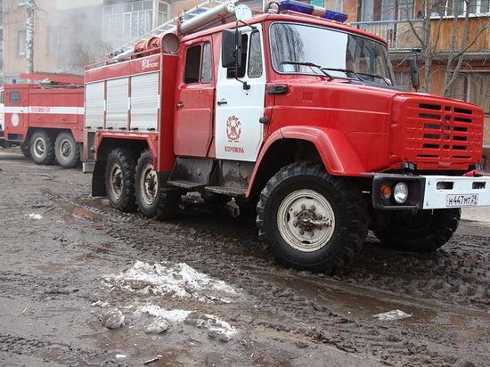 Торговые павильоны горят на территории Новой Москвы