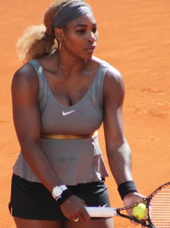 «Потому что черная»: Уильямс объяснила, почему поклонники тенниса любят Шарапову больше