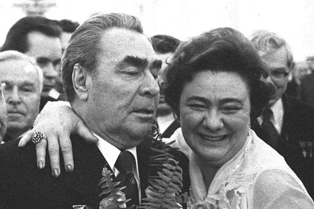 Черный брильянт и босоножки от дочери Брежнева: будни кремлевского Айболита