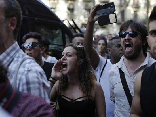 ВБарселоне полицейские разогнали митинг против исламизации Европы