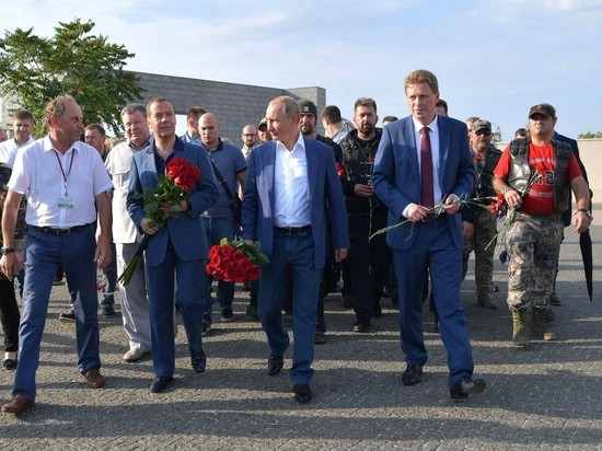 Путин в Крыму познакомил Медведева с