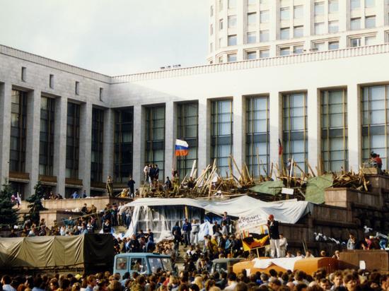 Госпереворот в Москве: станет ли первая цветная революция Днем России