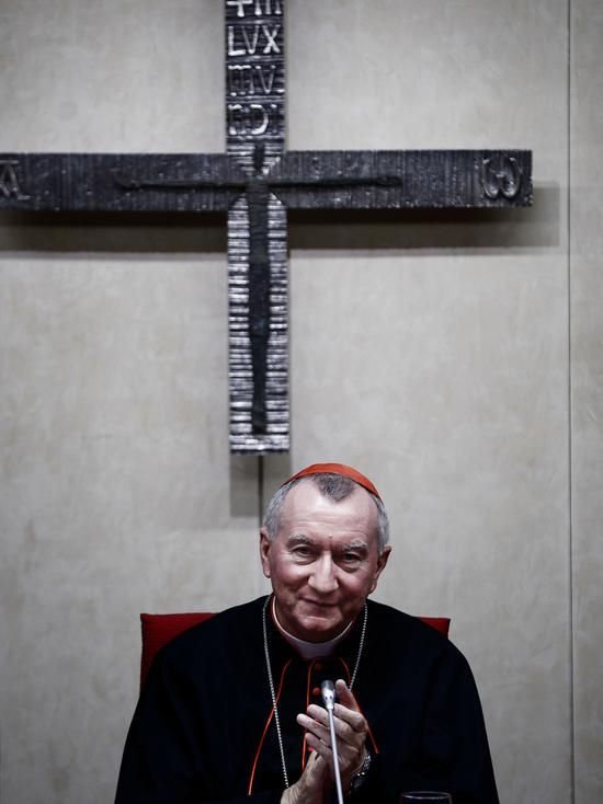 Зачем Ватикан отправил в Москву кардинала Паролина