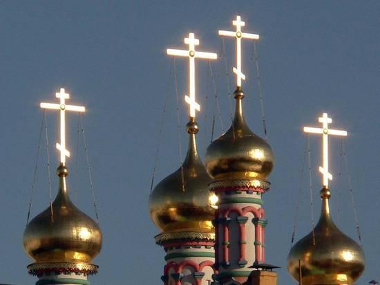 Жители России впервую очередь каются вмаловерии, суеверии игордыне