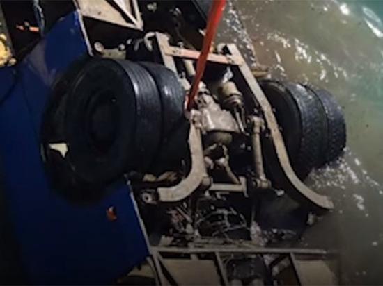 Погибшие в автобусе на Кубани рабочие строили пирс для магната фото