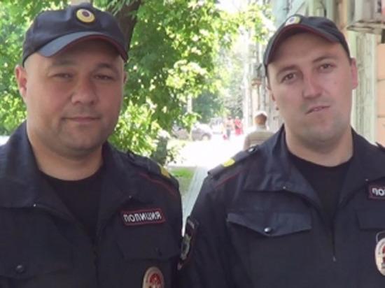 Руководитель МВД Российской Федерации наградил полицейских изИркутска заспасение человека