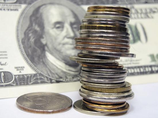 """Рублевый анекдот: спекулянты укрепили """"деревянный"""" по отношению к евро"""