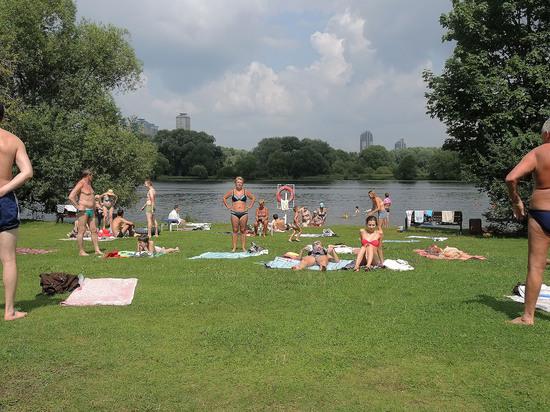 Как россияне провели этим летом: граждане учатся скромному отдыху