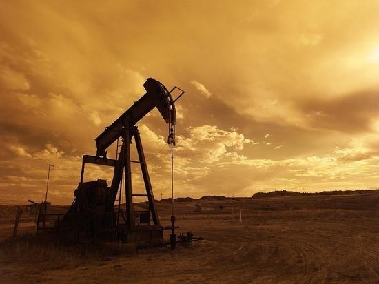 """Ураган """"Харви"""" заставил Вашингтон тратить последнюю нефть"""