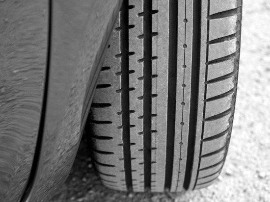 Не пивший 15 лет житель Екатеринбурга спьяну проколол колеса 31 машины