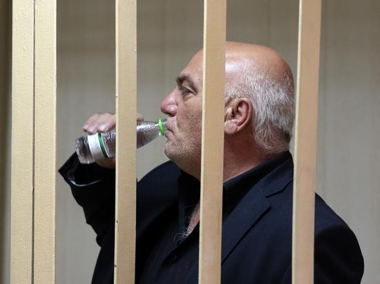 Предпринимателю, захватившему заложников в банке, стало плохо в суде