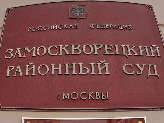 В корзиночке, переданной Сечиным Улюкаеву, была колбаса