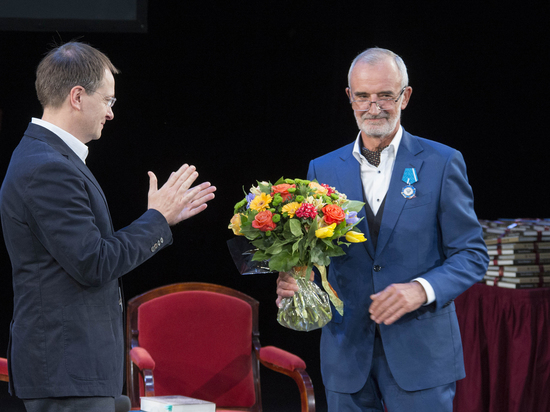 Вахтаговский театр открыли шампанским: Мединский наградил
