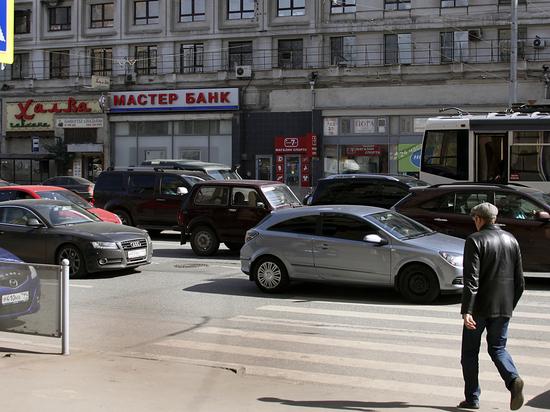 За что гаишники штрафуют водителей в «мертвом» заторе