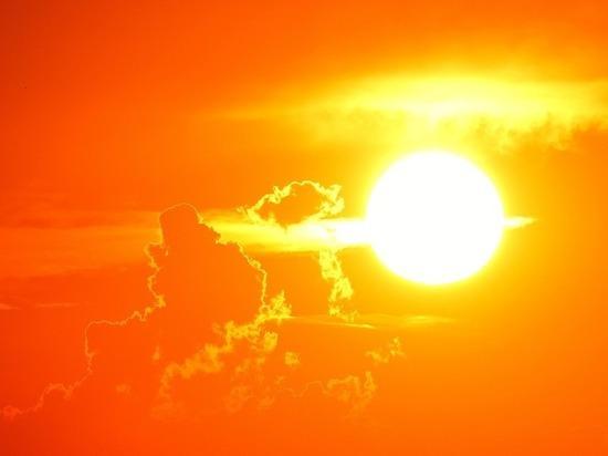 На Солнце произошла третья мощная вспышка класса X
