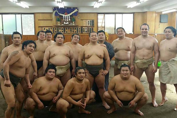 Русский борец сумо рассказал о диете и карьере