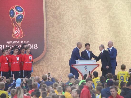 Президент Путин отправил Кубок мира в путешествие по России