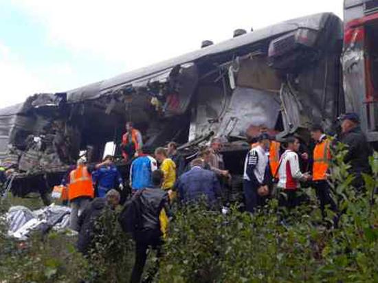 Названы причины столкновения поезда с грузовиком с 15 пострадавшими