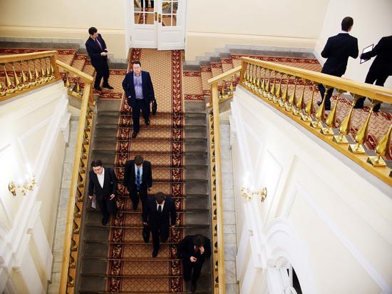 СМИ: до конца года Путин уволит десяток губернаторов