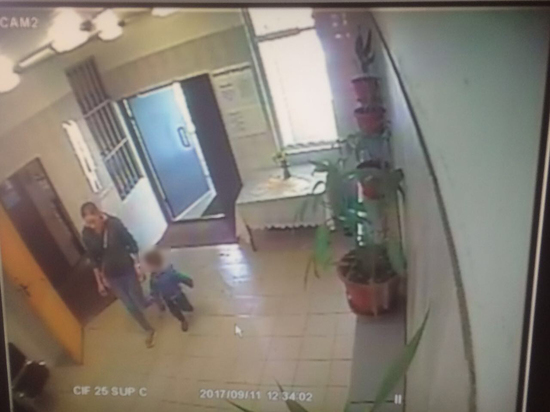 В Москве женщина с ребенком разбились насмерть, выпав из окна