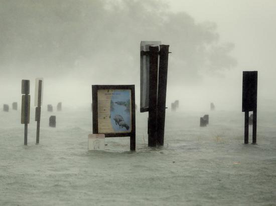 Разрушительный ураган «Ирма» бьет один мировой рекорд за другим