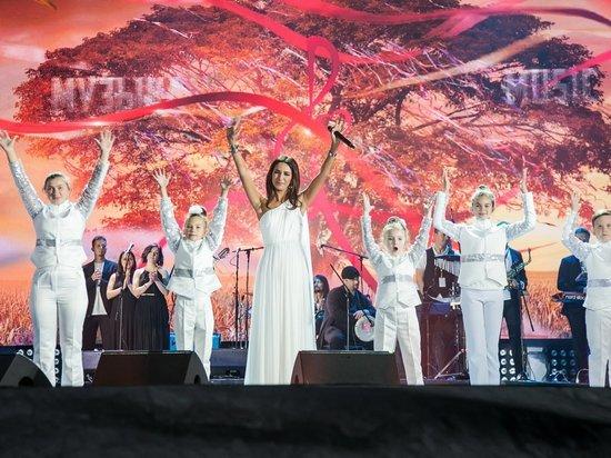 Эстрадная певица  Зара пополнила в«Коломенском» коллекцию дуэтов