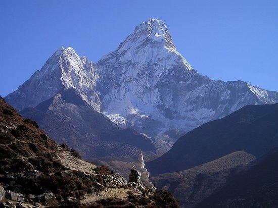 «Дерьмо случается»: российские дипломаты «оправдались» за присвоенный Эверест