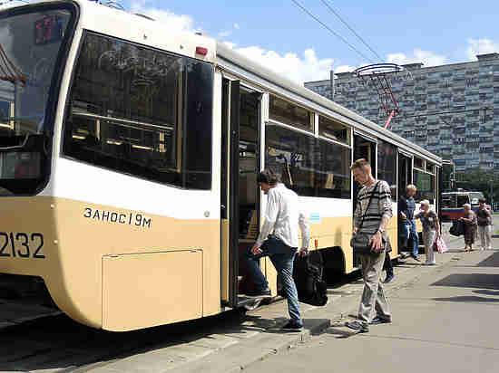 В Москве сотрудник СК умер на остановке трамвая