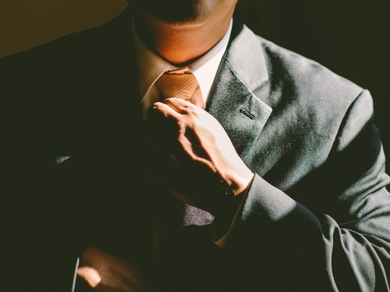 В питерский парламент перестали пускать мужчин без галстуков