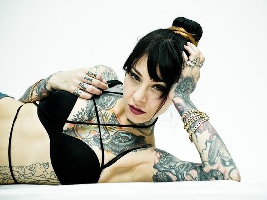 Татуировки опасны для здоровья, заявили физики