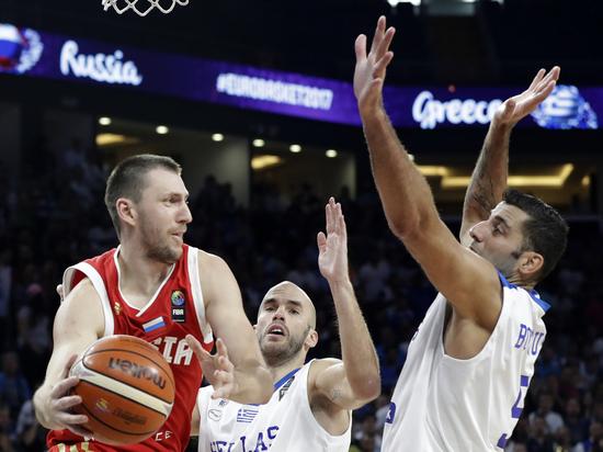 Россия вышла в полуфинал Евробаскета-2017, победив Грецию