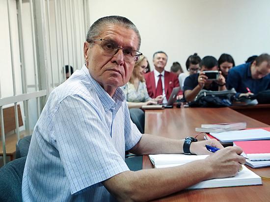 «Два пальца» Улюкаева: вымогал взятку у Сечина жестом в бильярдной