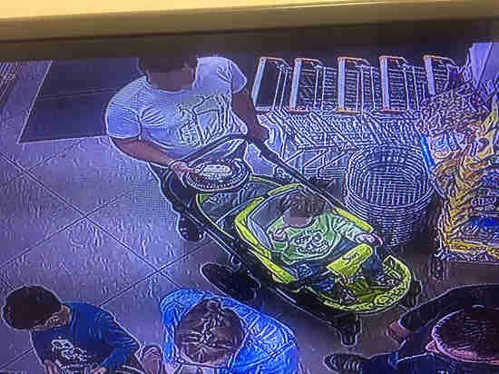 Москвичка вычислила магазинного воришку, выложив в соцсеть запись камеры