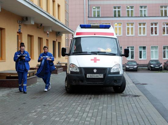 Из-за сильного ветра в столице России пострадали неменее 10 человек