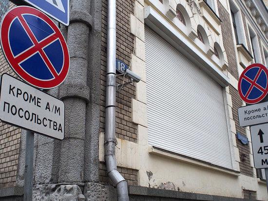 Московский паркинг объяснил исчезновение парковки у консульства США