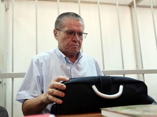 В туалет под конвоем: подробности спецоперации по задержанию Улюкаева