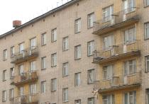 В Москве женщина напугала соседей, провалившись к ним на балкон