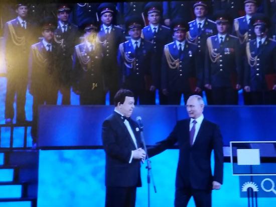 Путин поблагодарил Кобзона отимени млн. людей заего творчество
