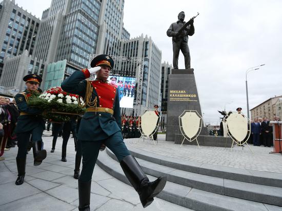 Жуткий памятник Калашникову стал последней каплей терпения арт-сообщества