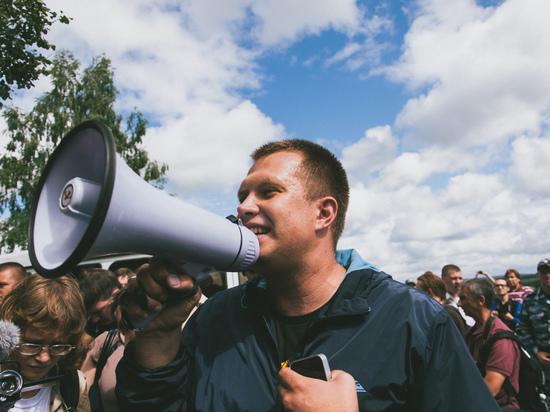 Напавшего насоратника Навального расположили  под подписку оневыезде